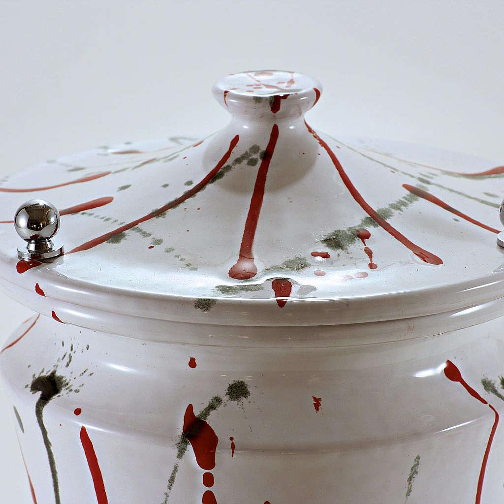 Urna cineraria ceramica pomelli ottone schizzi su bianco 3