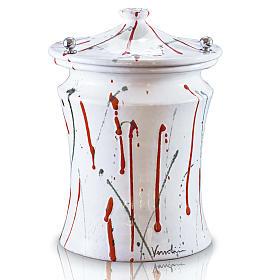 Urna cineraria ceramica pomelli ottone schizzi su bianco s1