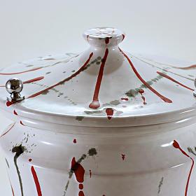 Urna cineraria ceramica pomelli ottone schizzi su bianco s3