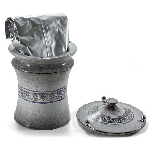 Urna cineraria ceramica pomelli ottone perla con platino 3