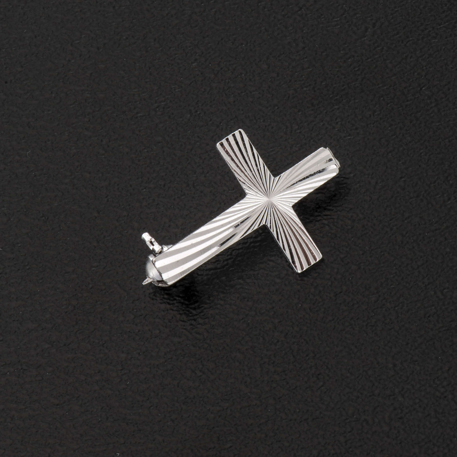 Clergy cross pin in worked sterling silver, H2cm 4