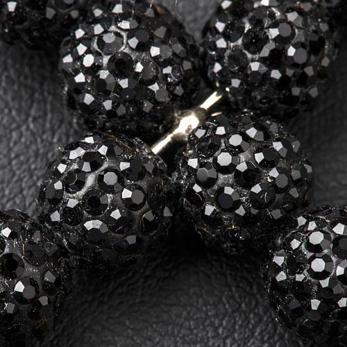Krzyżyk z perłami Swarovskiego czarny 5x4 cm 3