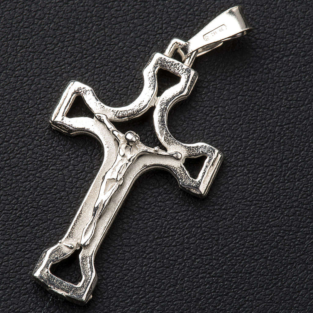 Pendant crucifix in silver, perforated 4