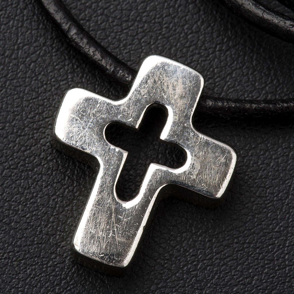 Pendentif croix en argent percée 4