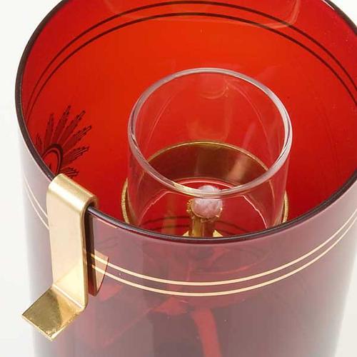 Zubehör für das Öl im rubinroten Glasbecher