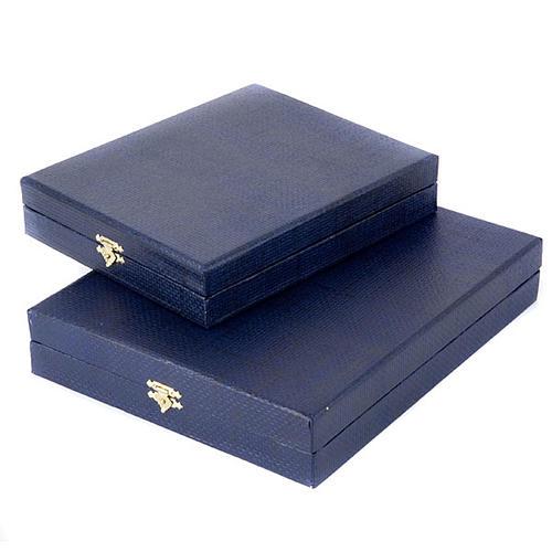 Pudełko niebieskie wnętrze z satyny 2
