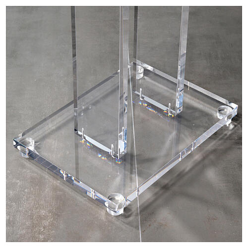 Molina lectern in perspex 9