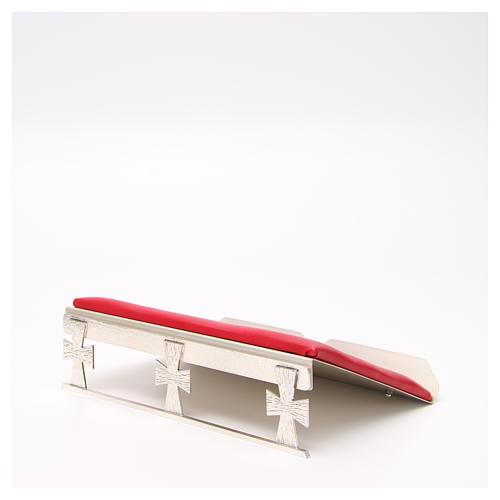 Atril de mesa plateado símil cuero rojo 2