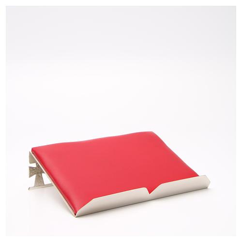 Atril de mesa plateado símil cuero rojo 3