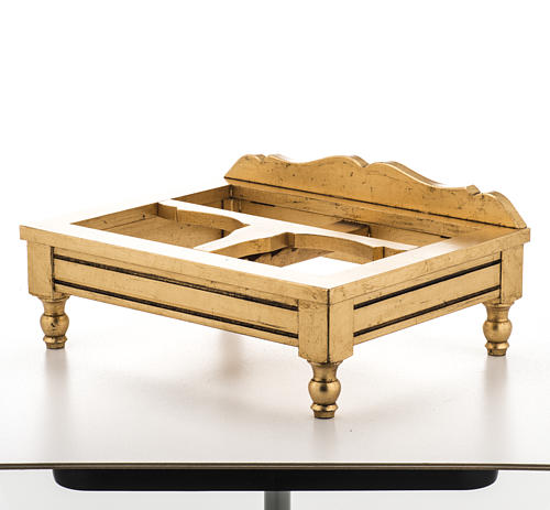 Book stand made with gold leaf 9