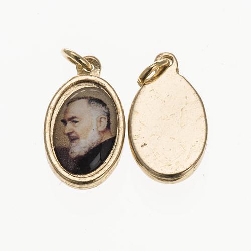 Medaglia Padre Pio da Pietrelcina metallo dorato resina 1,5x1 cm 1