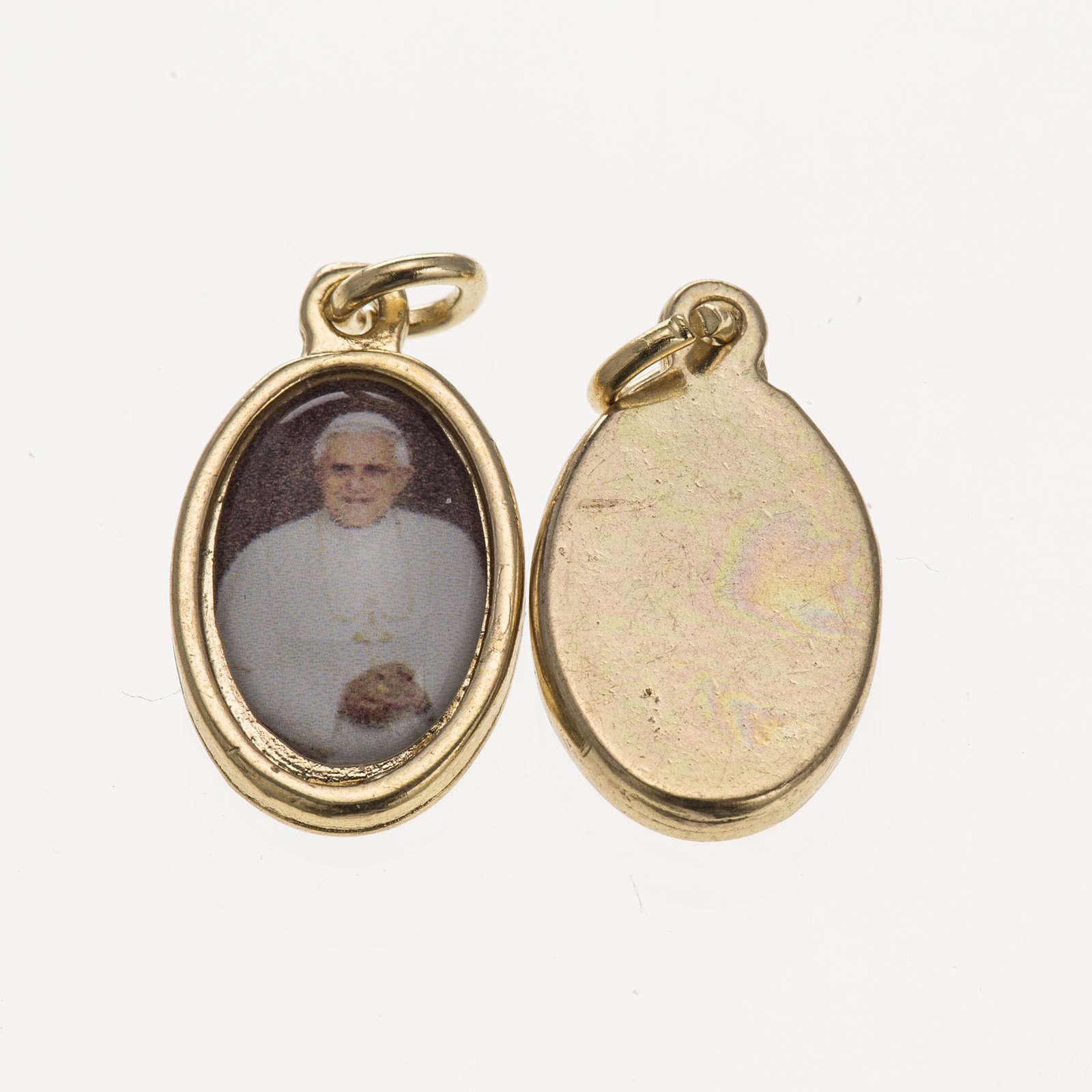 Medaglia Benedetto XVI metallo dorato resina 1,5x1 cm 4