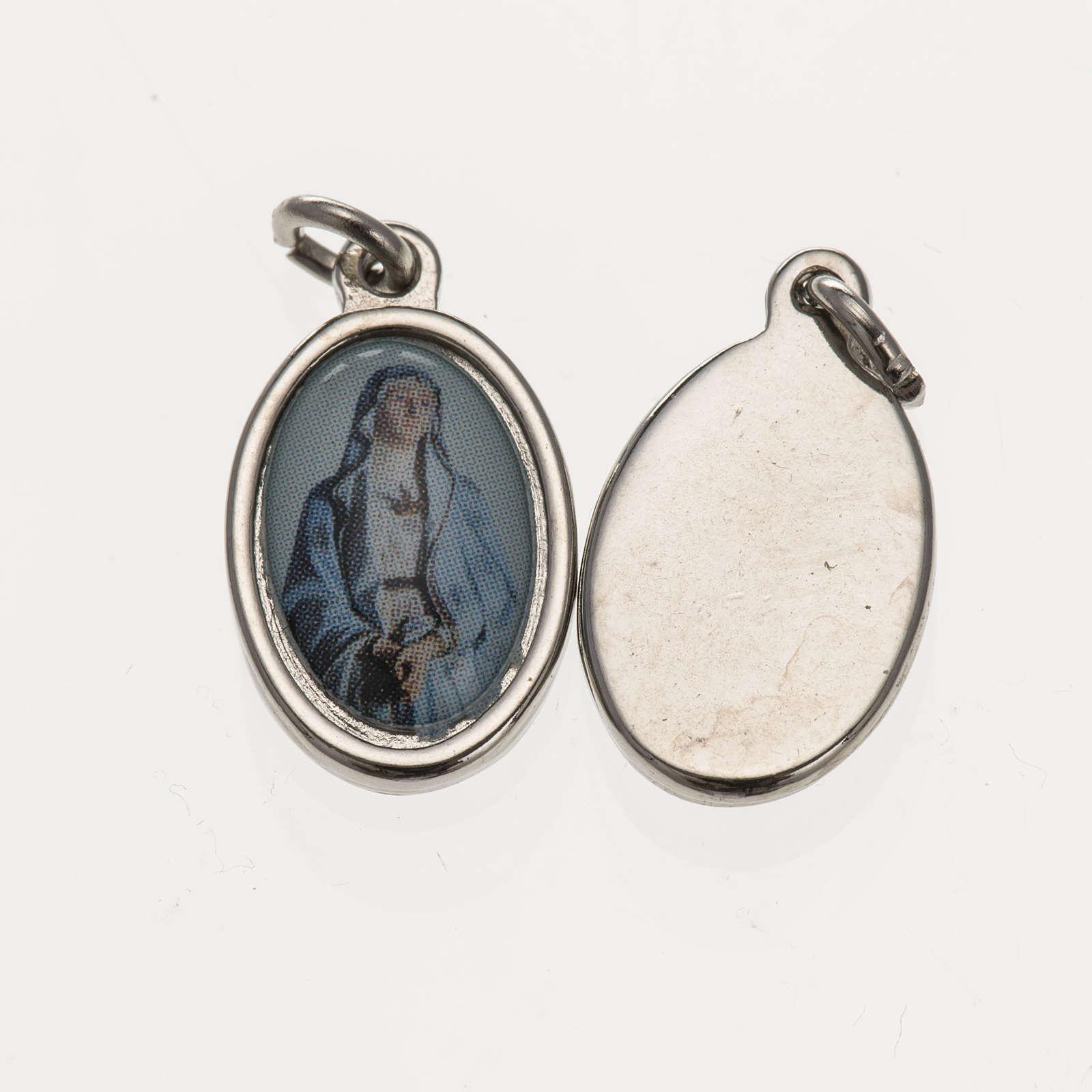 Medalla Vigen Dolores metal plateado resina 1,5x 1 cm 4