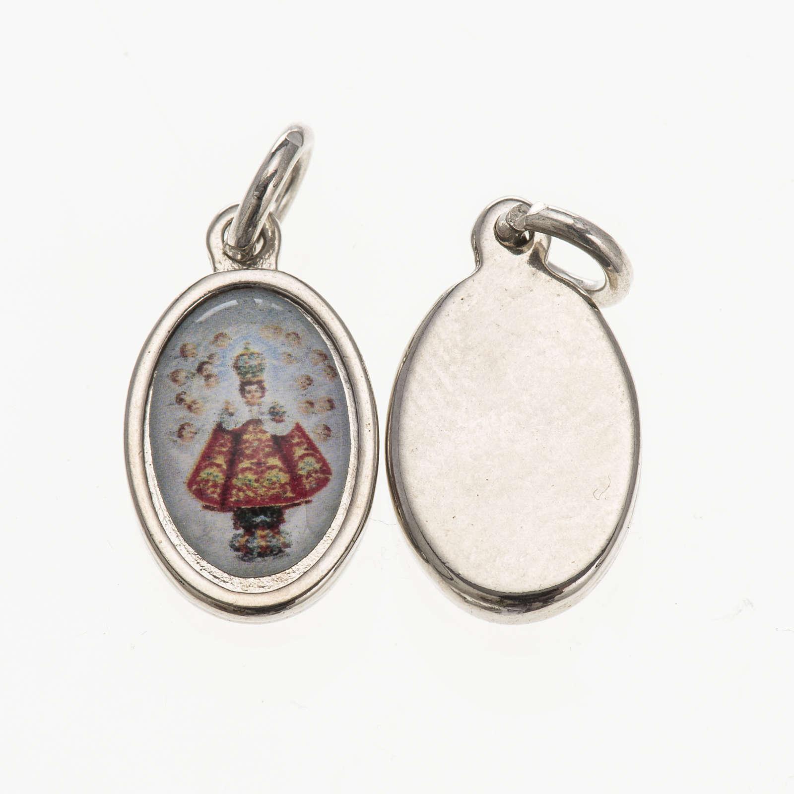 Medalla Niño Jesús de Praga metal plateado resina 4