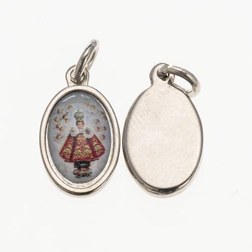 Medalla Niño Jesús de Praga metal plateado resina 1