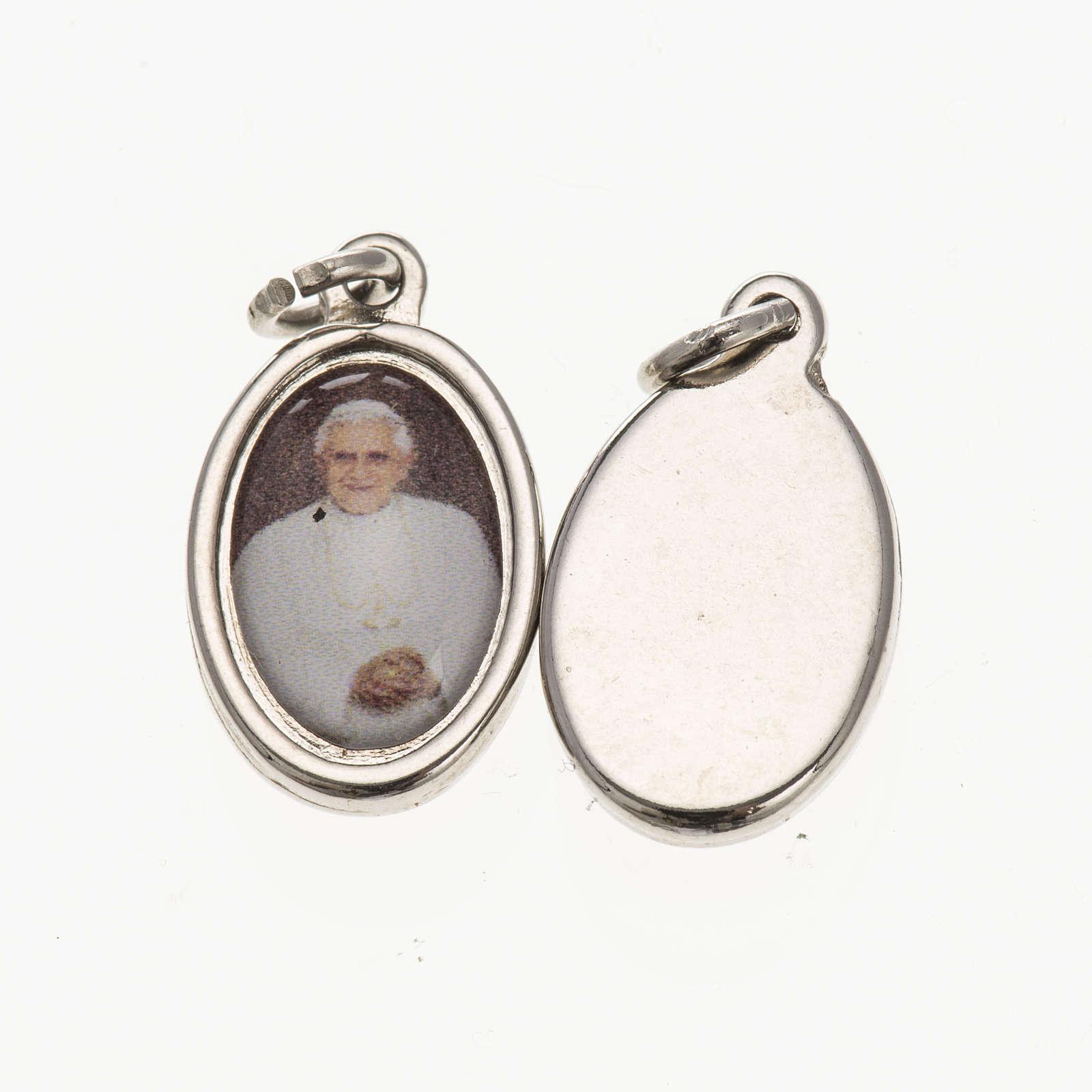 Medalla Benedicto XVI- metal plateado resina 1,5x1cm 4