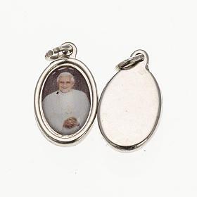 Medalla Benedicto XVI- metal plateado resina 1,5x1cm s1