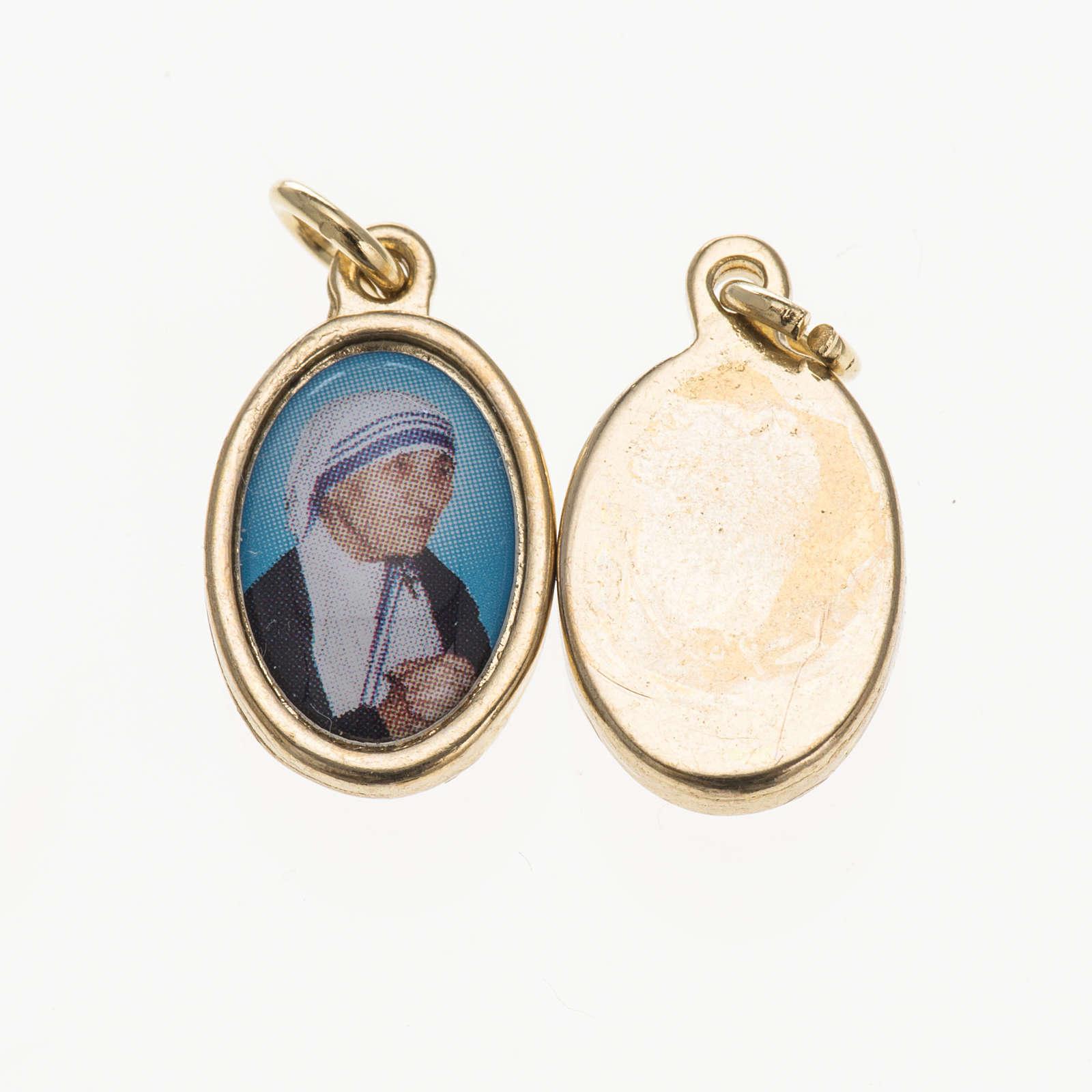 Medaglia M. Teresa Calcutta in metallo dorato resina 1,5x1 cm 4