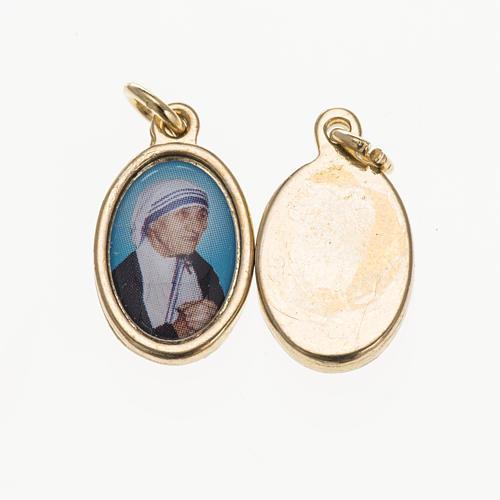 Medaglia M. Teresa Calcutta in metallo dorato resina 1,5x1 cm 1