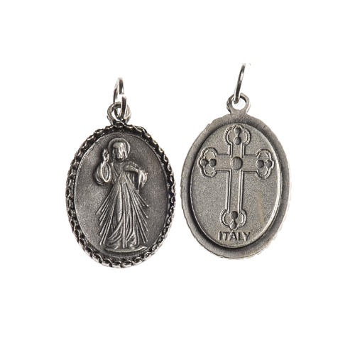 Medalha Cristo Misericordioso oval borda decorada zamak prata antiga 1