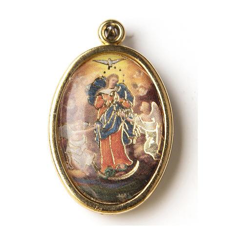 Medalla Dorada con imagen Resinada Virgen que desata los nudos 1