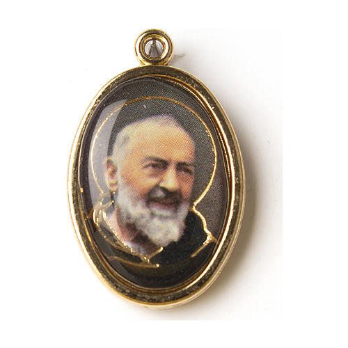 Golden medal with resin image of Saint Pio in resin 1