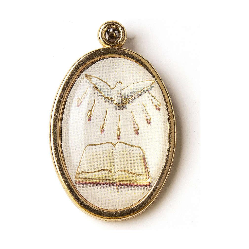 Medalha dourada com imagem Crisma Espírito Santo livro resina 4