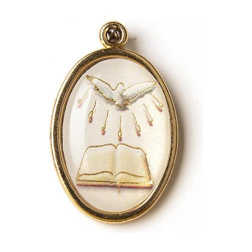 Medalha dourada com imagem Crisma Espírito Santo livro resina 1