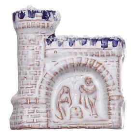 Calamita castello bianco con bassorilievo della Natività in terracotta Deruta s1