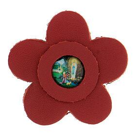 Aimant fleur Notre-Dame de Lourdes cuir véritable rouge 5 cm