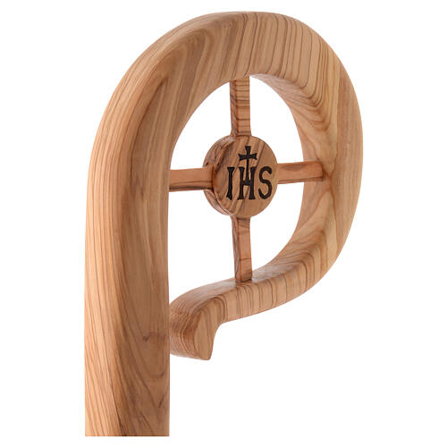 Bischofsstab aus abgelagertem Olivenholz aus Assisi, Krümme mit Kreuz und Christusmonogramm IHS Verbindungsstücke aus Metall 2