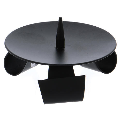 Modern-style tripod candle holder with jag in black iron 2