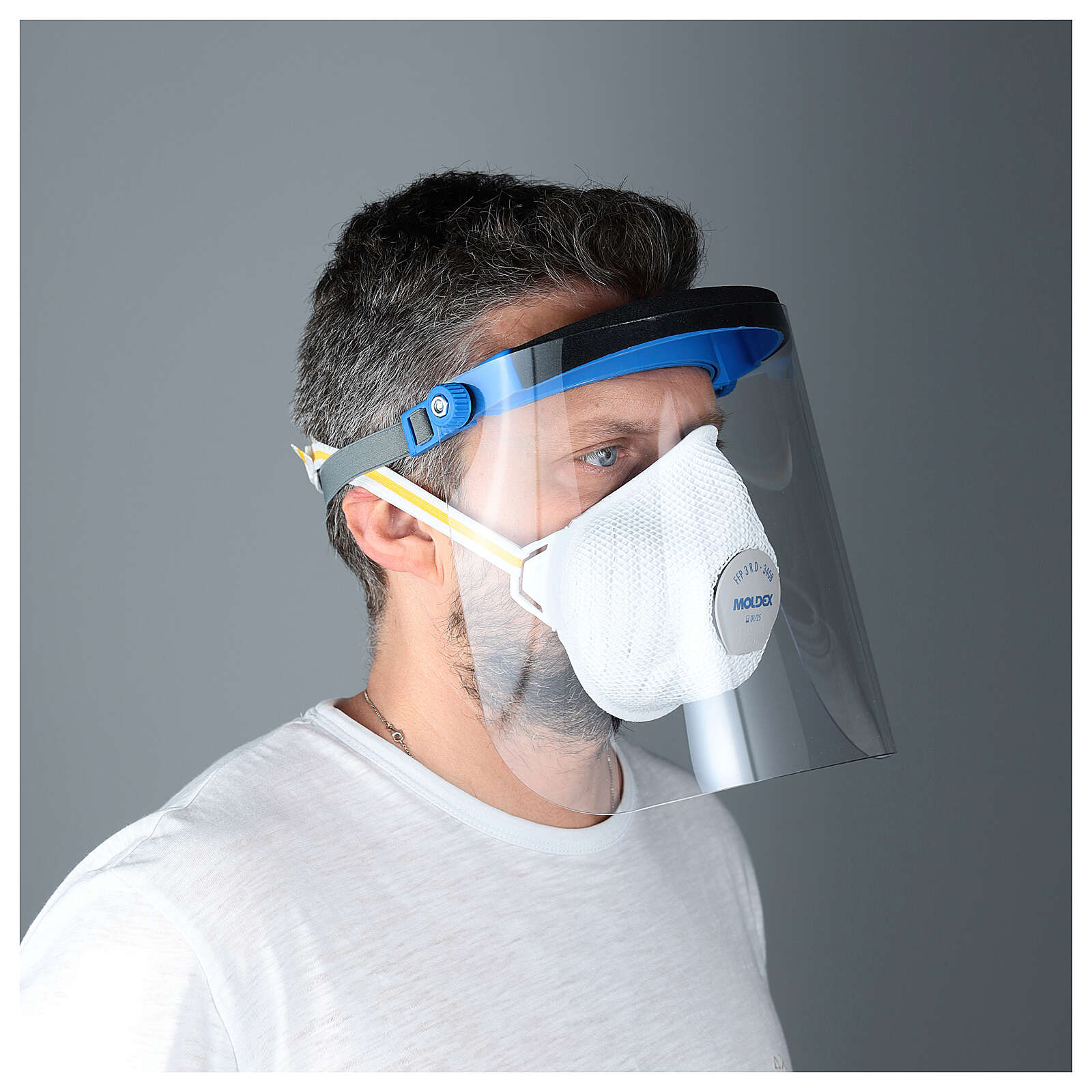 Protective plastic visor against contagion 3