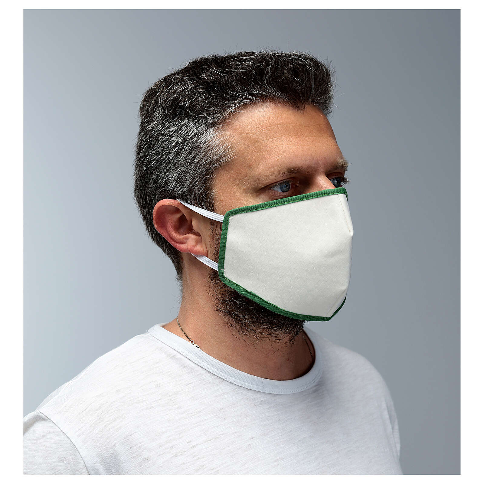 Fabric reusable face mask with green edge 3