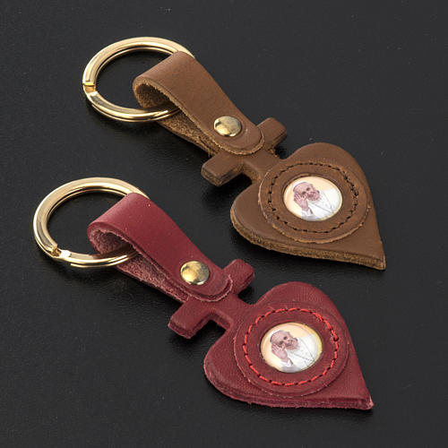 Pope Francis key ring in leather heart shaped 2