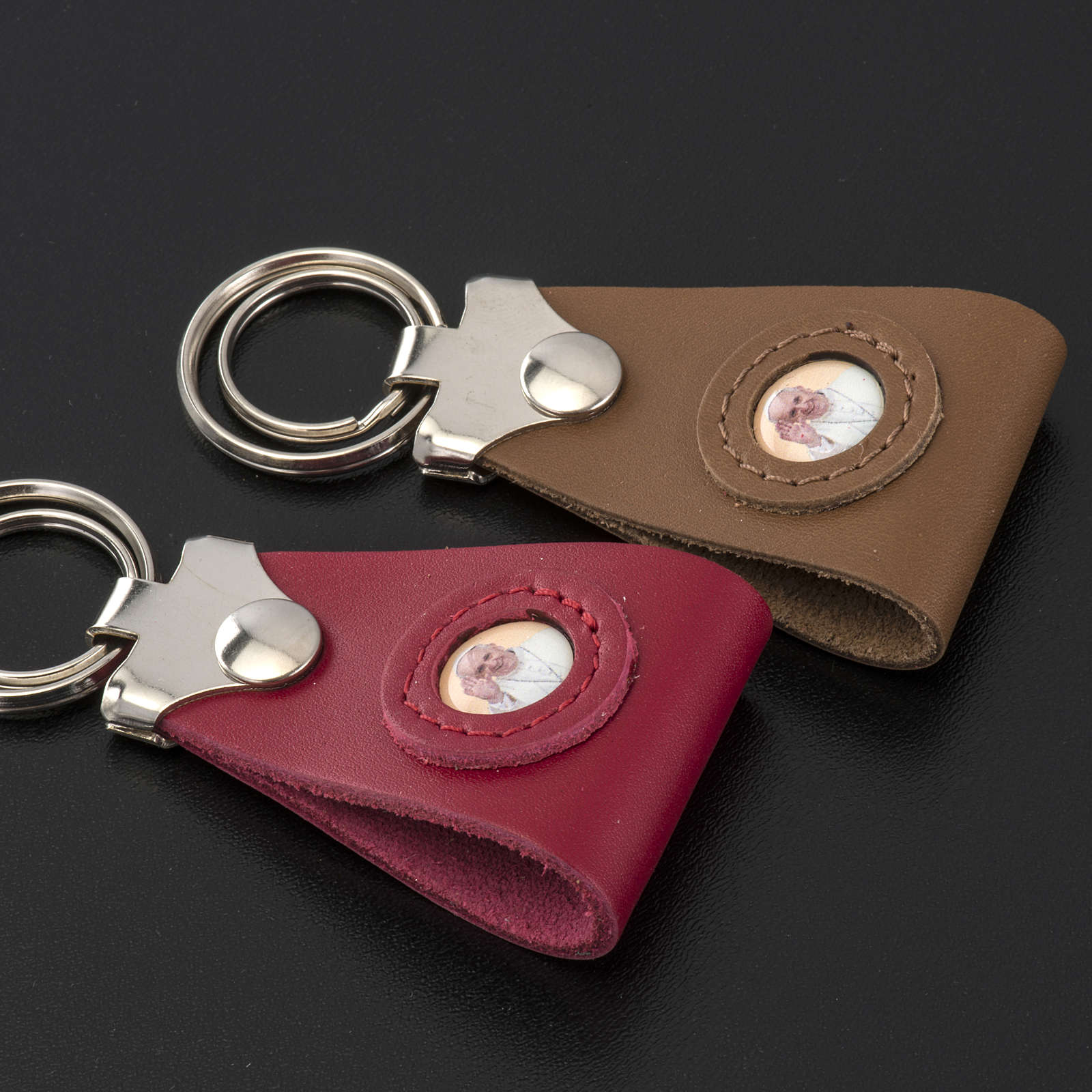 Pope Francis key ring in leather 3