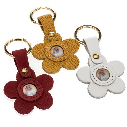 Porte clé cuir Pape Francois fleur 1