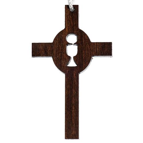 dunkles Holzkreuz für Erstkommunion durchbrochen gearbeitet, Motiv Kelch und Hostie 1