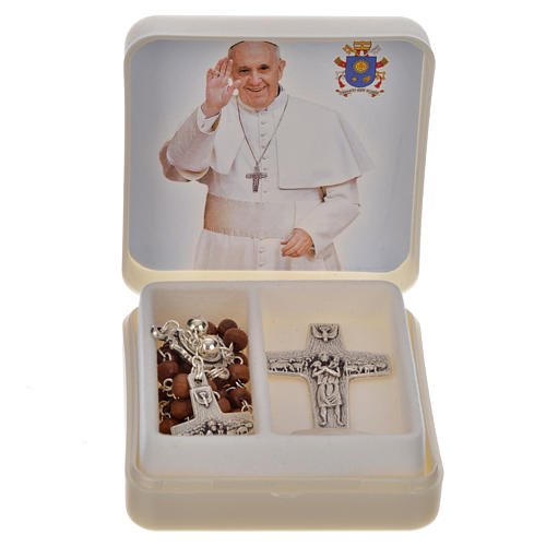 Pope Francis: rosary and cross 1