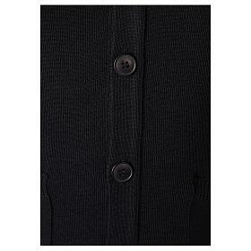 Sweter rozpinany na guziki dla księdza czarny kieszonki 50% wełna merynos 50% akryl In Primis s3