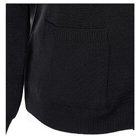 Sweter rozpinany na guziki dla księdza czarny kieszonki 50% wełna merynos 50% akryl In Primis s4