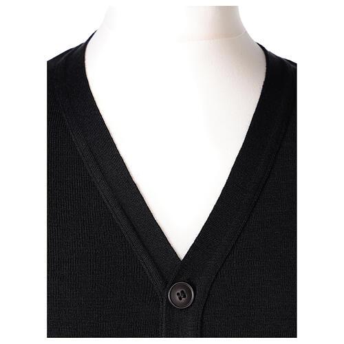 Sweter rozpinany na guziki dla księdza czarny kieszonki 50% wełna merynos 50% akryl In Primis 2