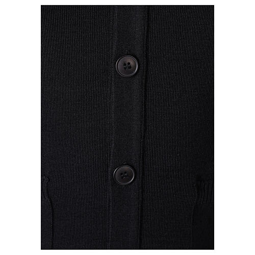 Sweter rozpinany na guziki dla księdza czarny kieszonki 50% wełna merynos 50% akryl In Primis 3