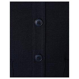 Casaco de malha sacerdote azul escuro bolsos e botões 50% lã de merino 50% acrílico In Primis s4