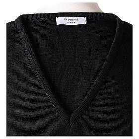 Pull col en V noir prêtre en tricot uni 50% laine mérinos 50% acrylique s6
