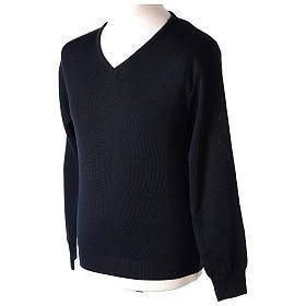 Pull col en V bleu prêtre en tricot uni 50% laine mérinos 50% acrylique In Primis s3