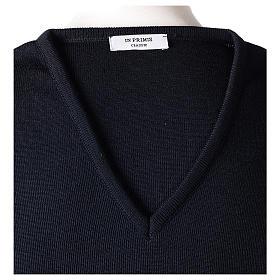 Pull col en V bleu prêtre en tricot uni 50% laine mérinos 50% acrylique In Primis s6