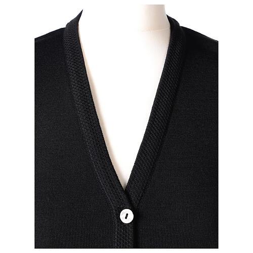 Gilet noir pour soeur avec poches col en V 50% acrylique 50% laine mérinos In Primis 2