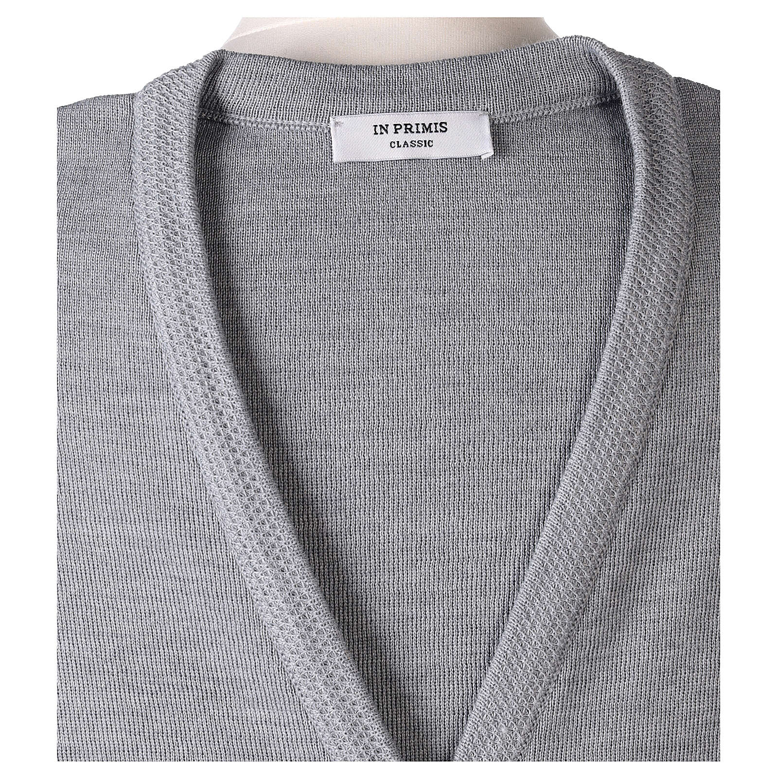 Chaleco gris perla monja con bolsillos cuello V 50% acrílico 50% lana merina In Primis 4