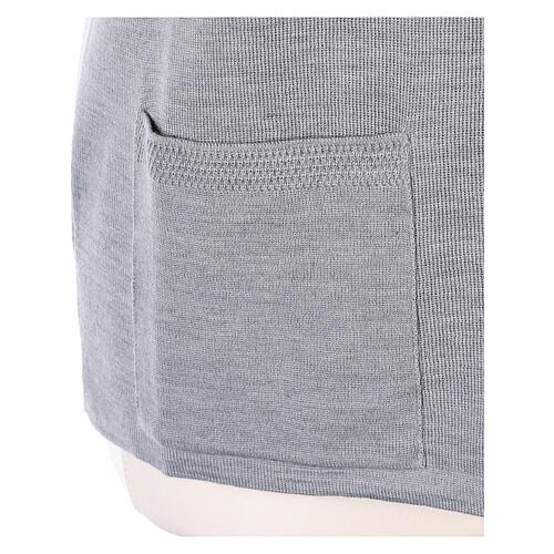 Gilet gris perle pour soeur avec poches col en V 50% acrylique 50% laine mérinos In Primis 5